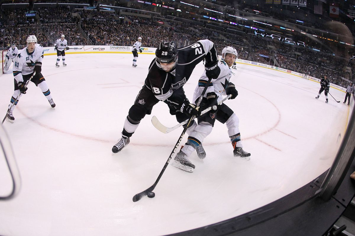 """hey look it's Joe Pavelski, aka """"not at all California's great 8, you idiot"""", failing to check Stoll!"""