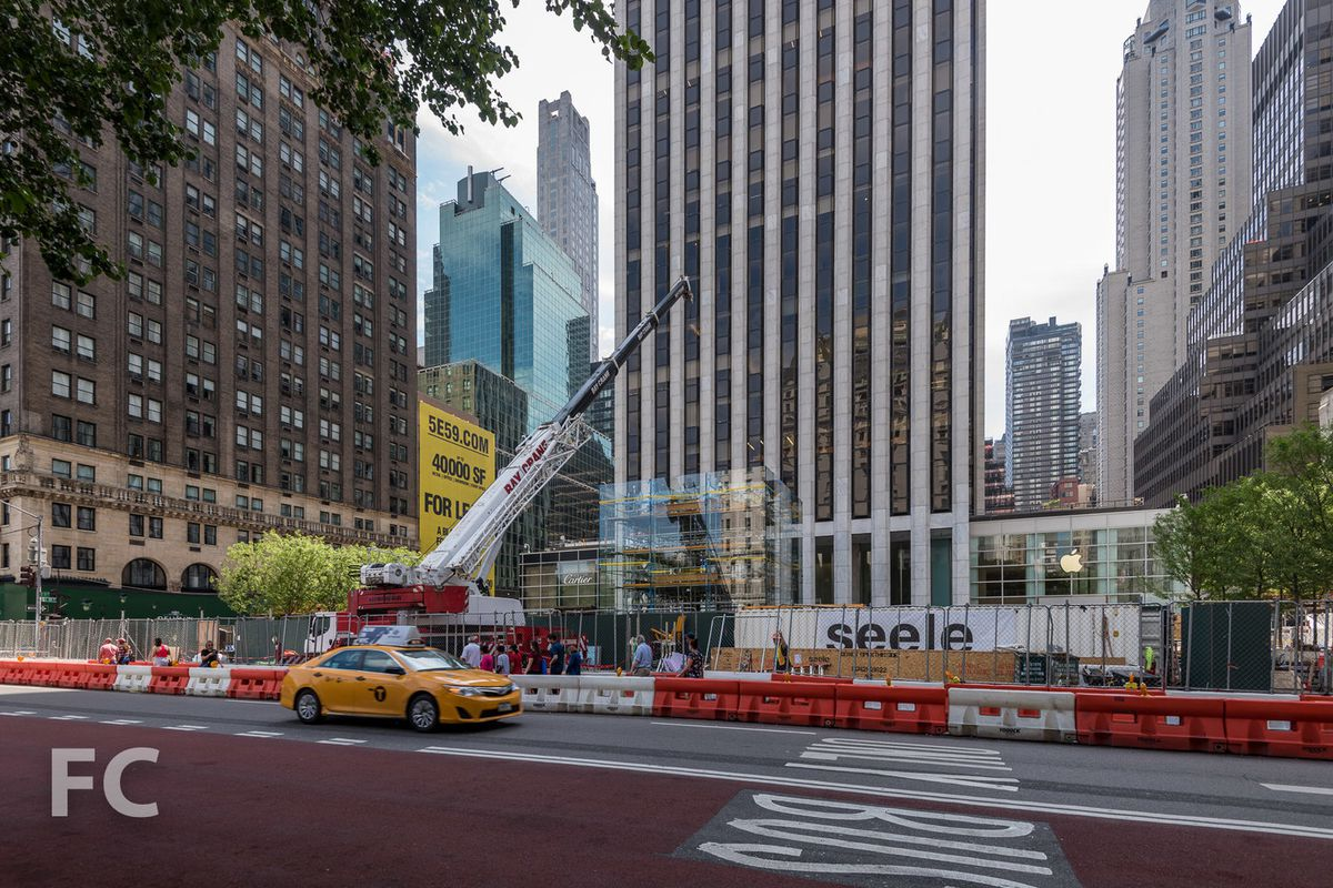 Apple\'s iconic glass cube returns to Fifth Avenue - Curbed NY