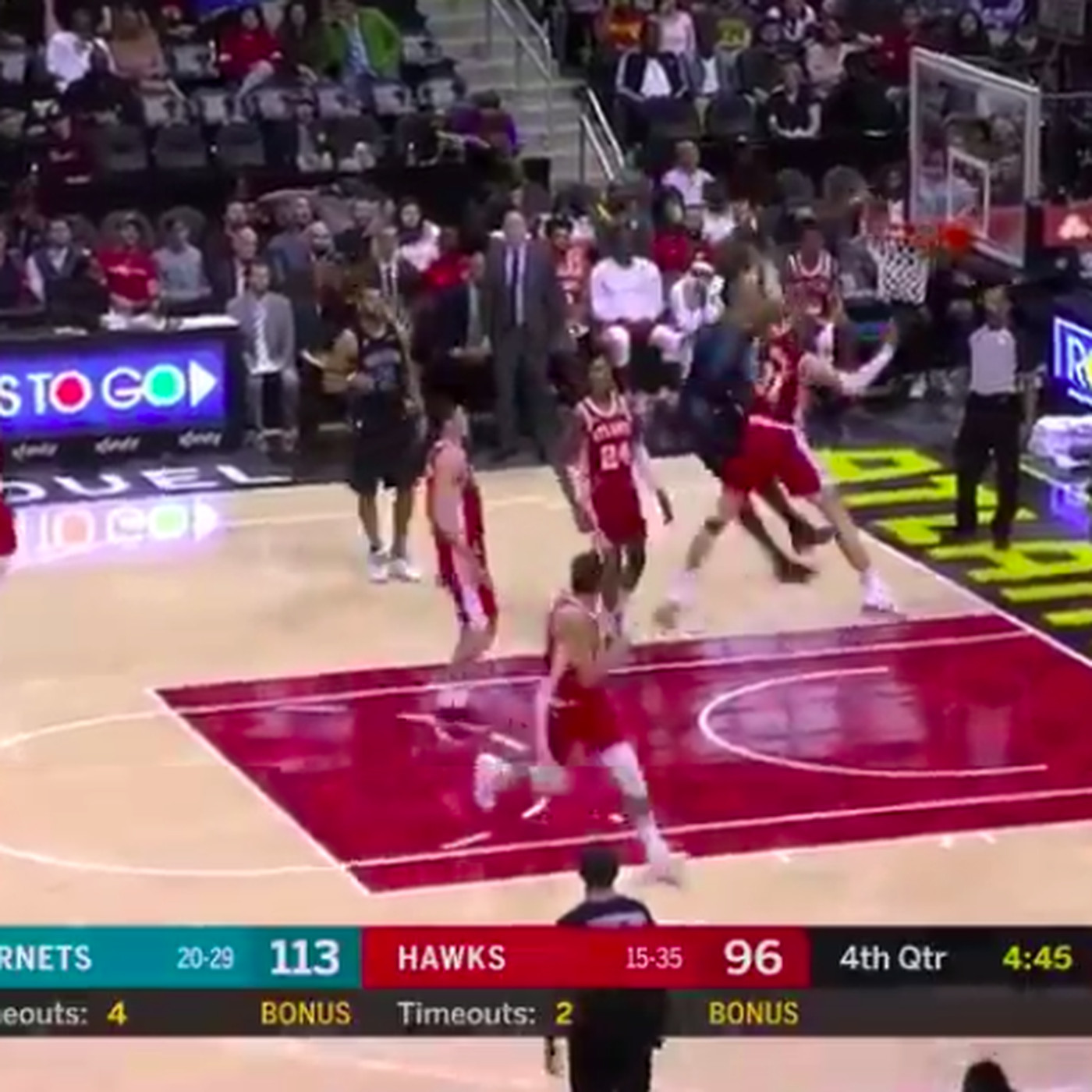 46053877026d Dwight Howard Superman dunked on Mike Muscala like it was 2008 ...