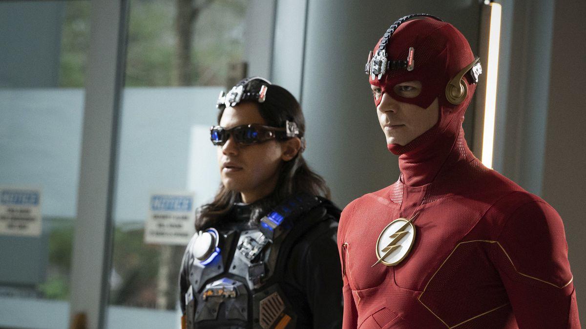 Carlos Valdes as Mecha Vibe and Grant Gustin as The Flashwearing superhero gear