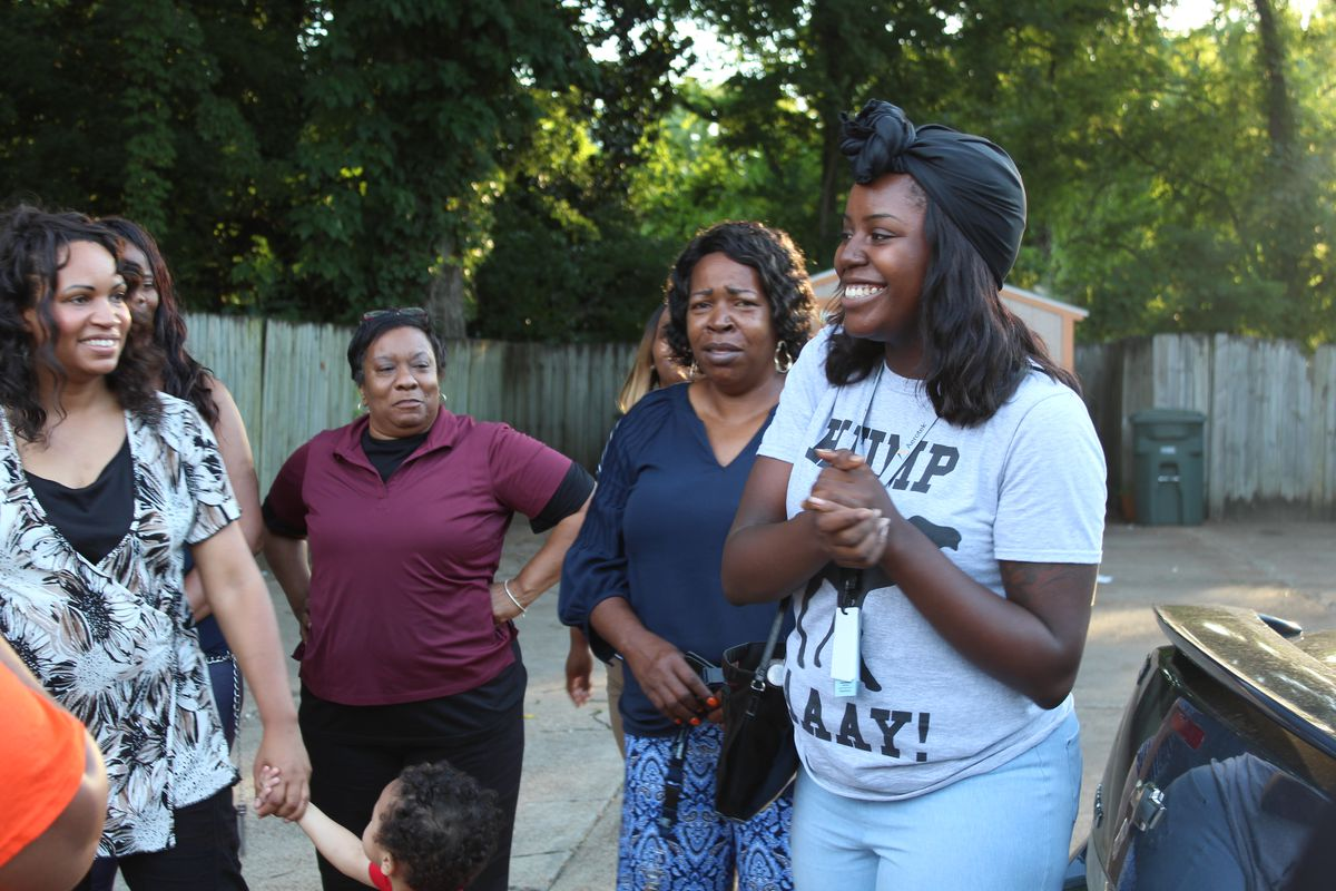 Kiara Jackson, an alumna fellow, shares her testimony with the new cohort.