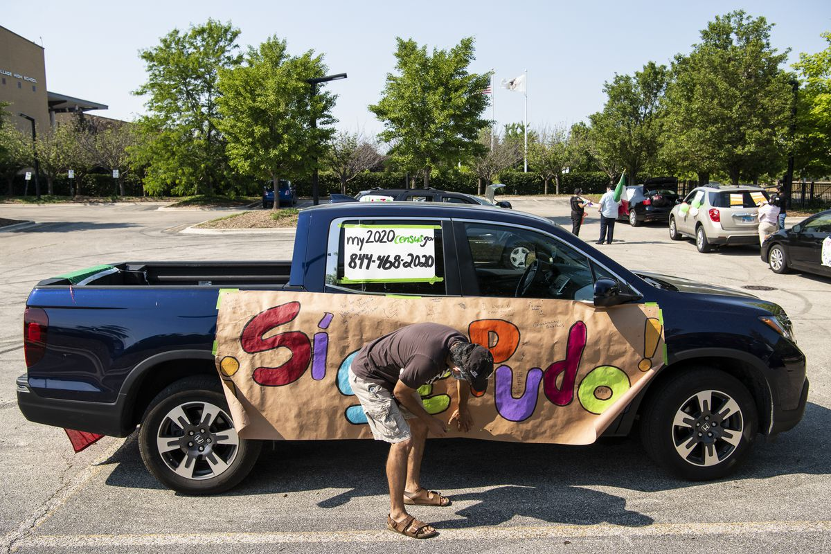 Cesar Nuñez adds the finishing touches to his vehicle that will be part of a caravan that will drive through Little Village reminding people to fill out the 2020 census, Wednesday, June 17, 2020. | Tyler LaRiviere/Sun-Times