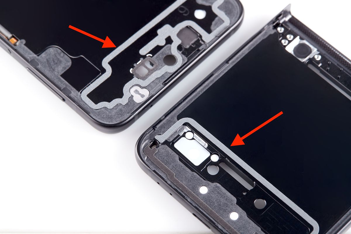 Double-sided tape for water sealing on a Galaxy Z Flip 3