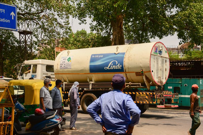 An oxygen tanker driving past the LNJP Hospital