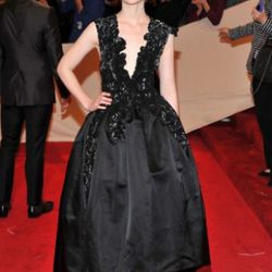 We're not really sure of why she's so huge right now, but Mia Wasikowska looks awesome in this Thakoon dress