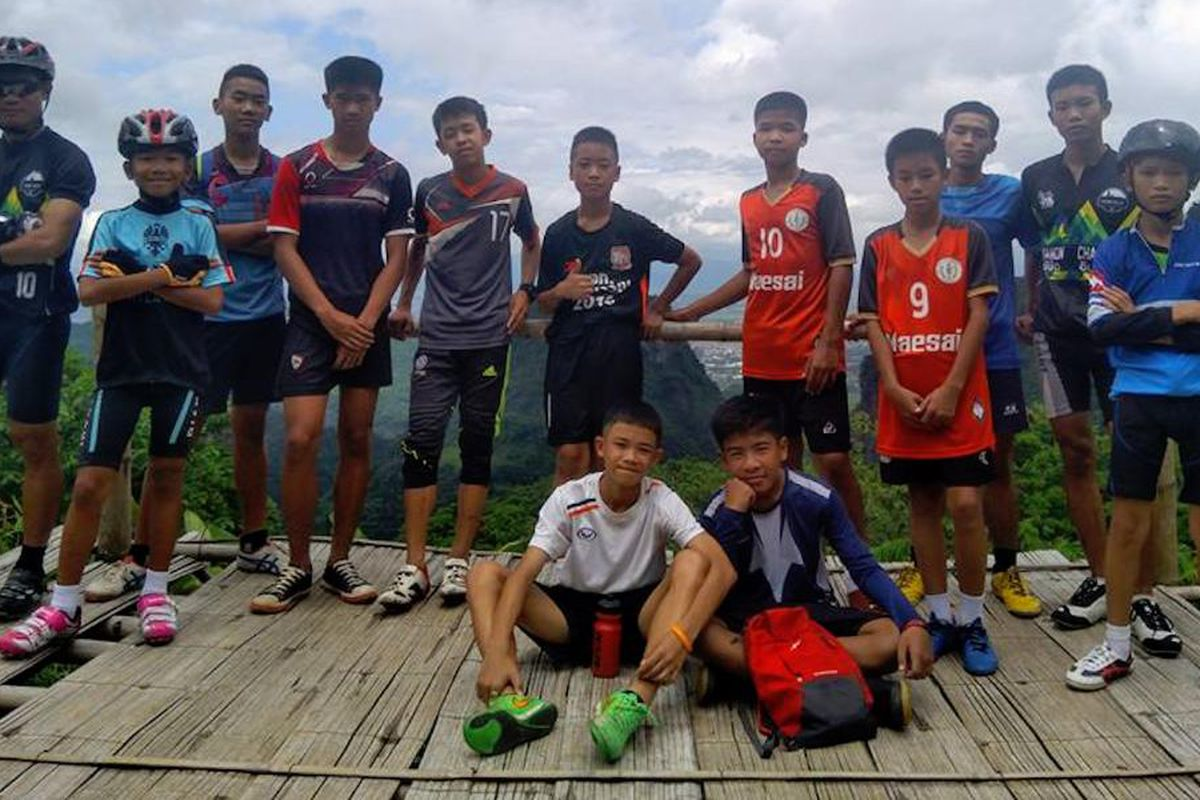 Thai soccer team cave rescue: 8 boys out, but 5 remain trapped