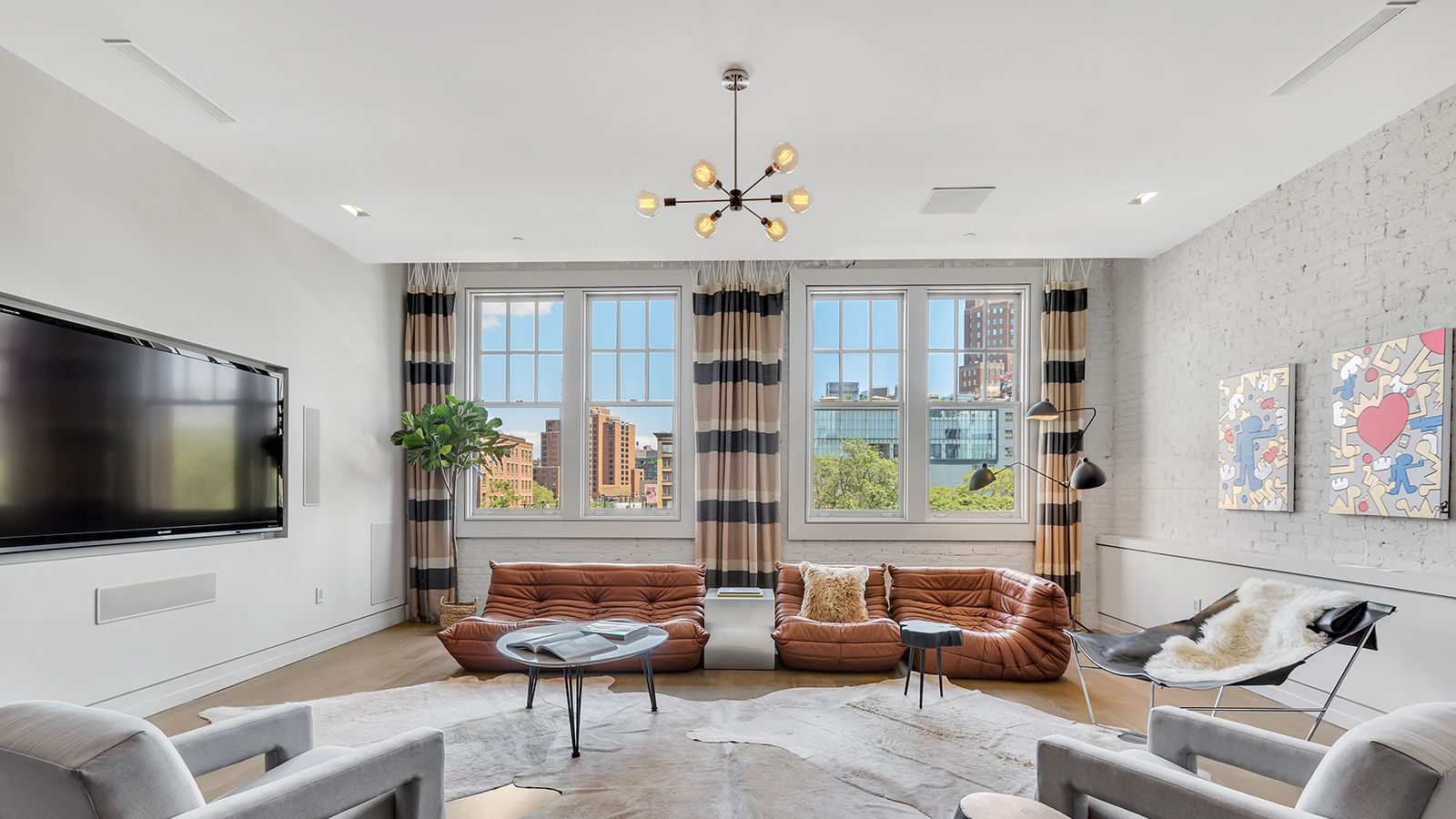 Quirky Loft In Tribeca Horse Stable Reappears Subdued