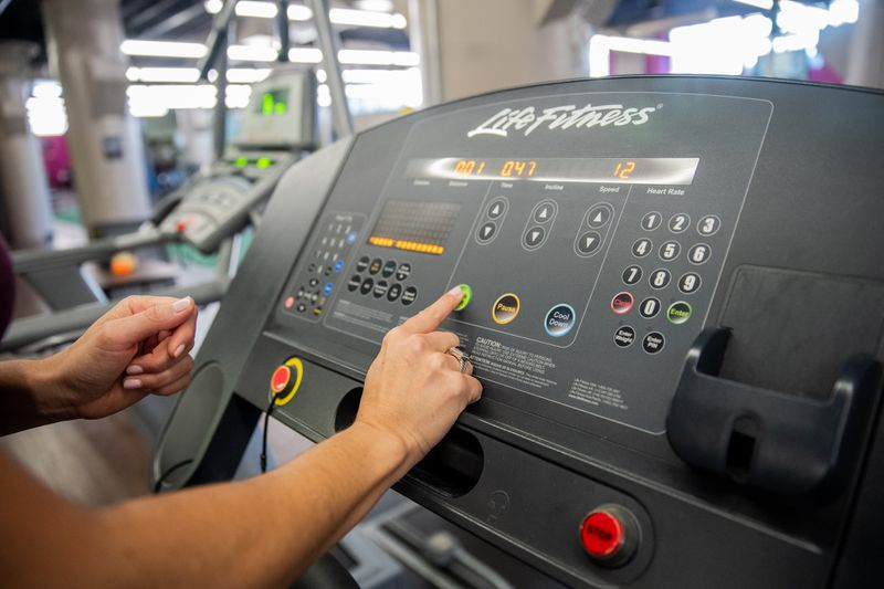 Treadmill consoles provide manual settings or pre-set workout preferences.