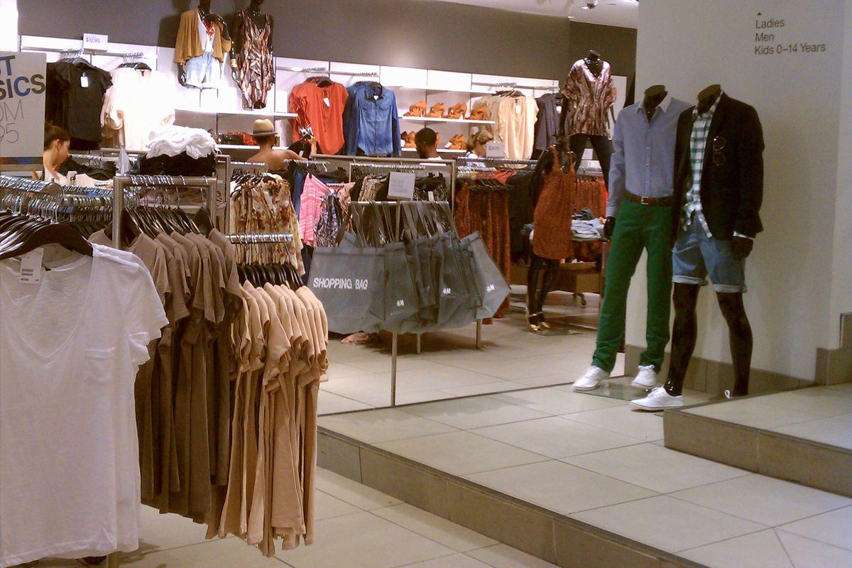 H&M's Walnut Street location. Image credit: Julie Davis