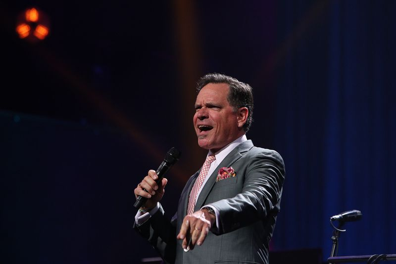 Chicago-born jazz singer-songwriter Kurt Elling is schedule to perform at Ravinia on July 13 with Charlie Hunter.
