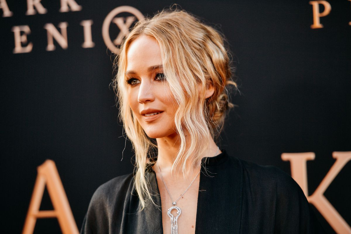 Jennifer Lawrence marries art dealer in Rhode Island
