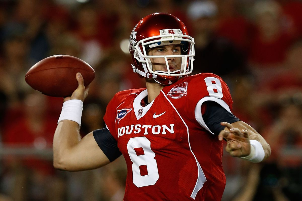 HOUSTON, TX - SEPTEMBER 01:  David Piland #8 of the Houston Cougars drops back to pass during their game against the Texas State Bobcats at Robertson Stadium on September 1, 2012 in Houston, Texas.  (Photo by Scott Halleran/Getty Images)