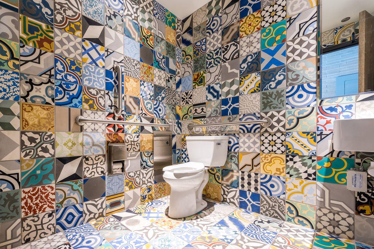 Roti Bathroom
