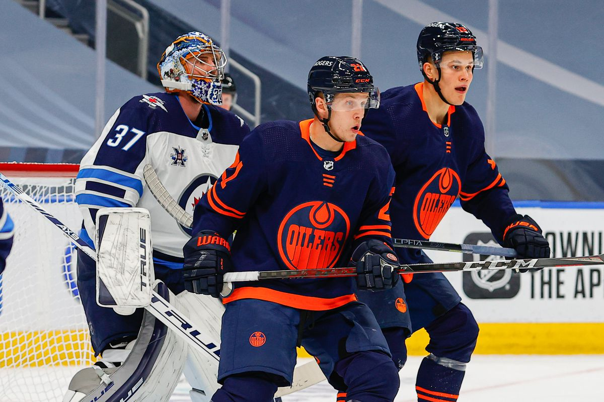 NHL: MAY 19 Stanley Cup Playoffs First Round - Jets at Oilers