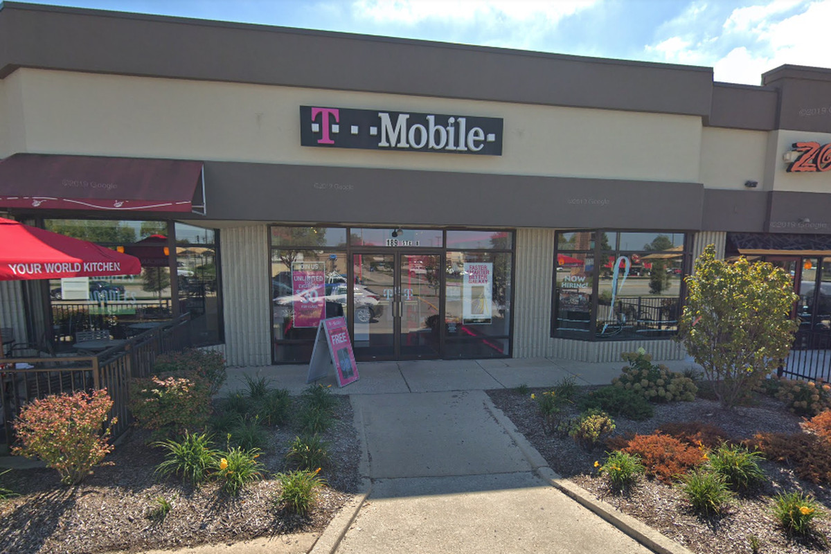 Woodridge T Mobile Store Robbed At Gunpoint Police Say Chicago