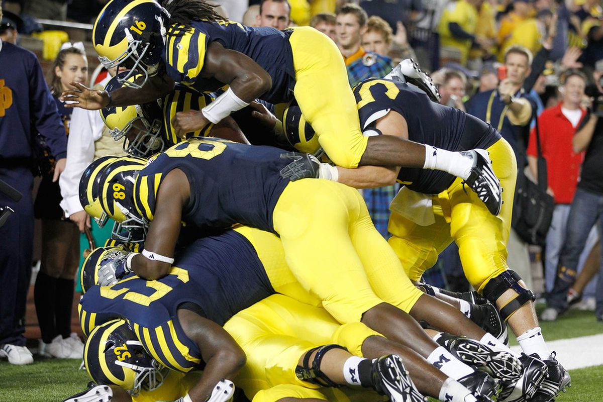 Seeing as how one of the two pictures of Ricky Barnum in the SBN photo database was used yesterday, here's the other. Good ole #52 is in there somewhere!
