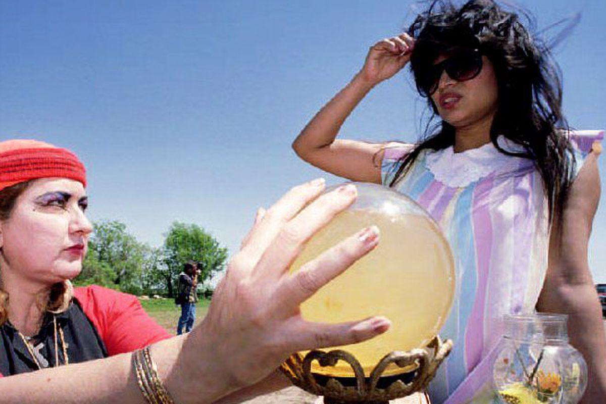 Self-proclaimed psychic Zena Marrs (L) of Waco use