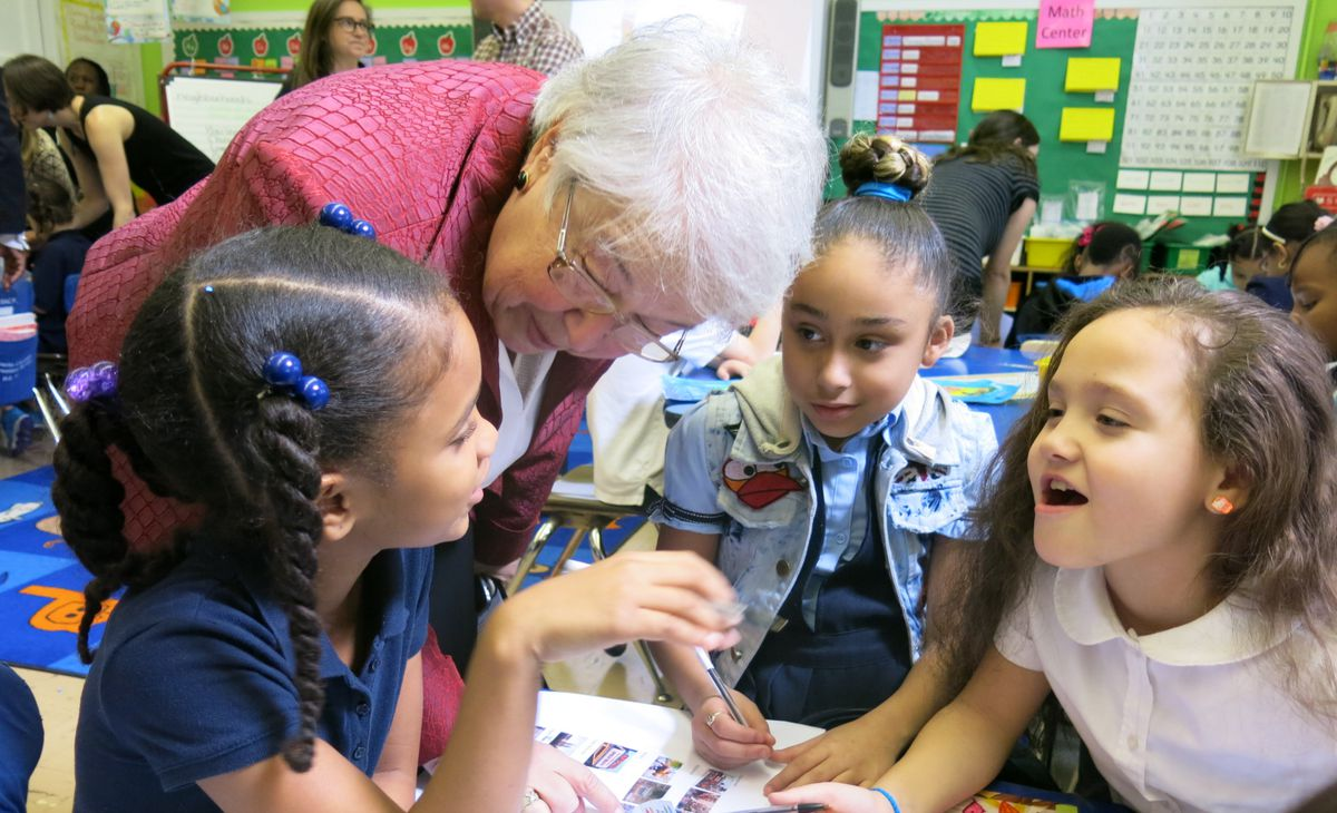 Chancellor Carmen Fariña with students at P.S. 15 in 2014.