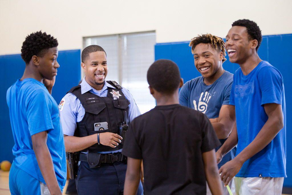 Police Officer Mister Jarrett talks with teens at the Union League Boys & Girls Club on Thursday, July 27, 2017. | Santiago Covarrubias/For the Sun-Times