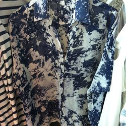Prints are invading their apparel, too. We liked this breezy number.