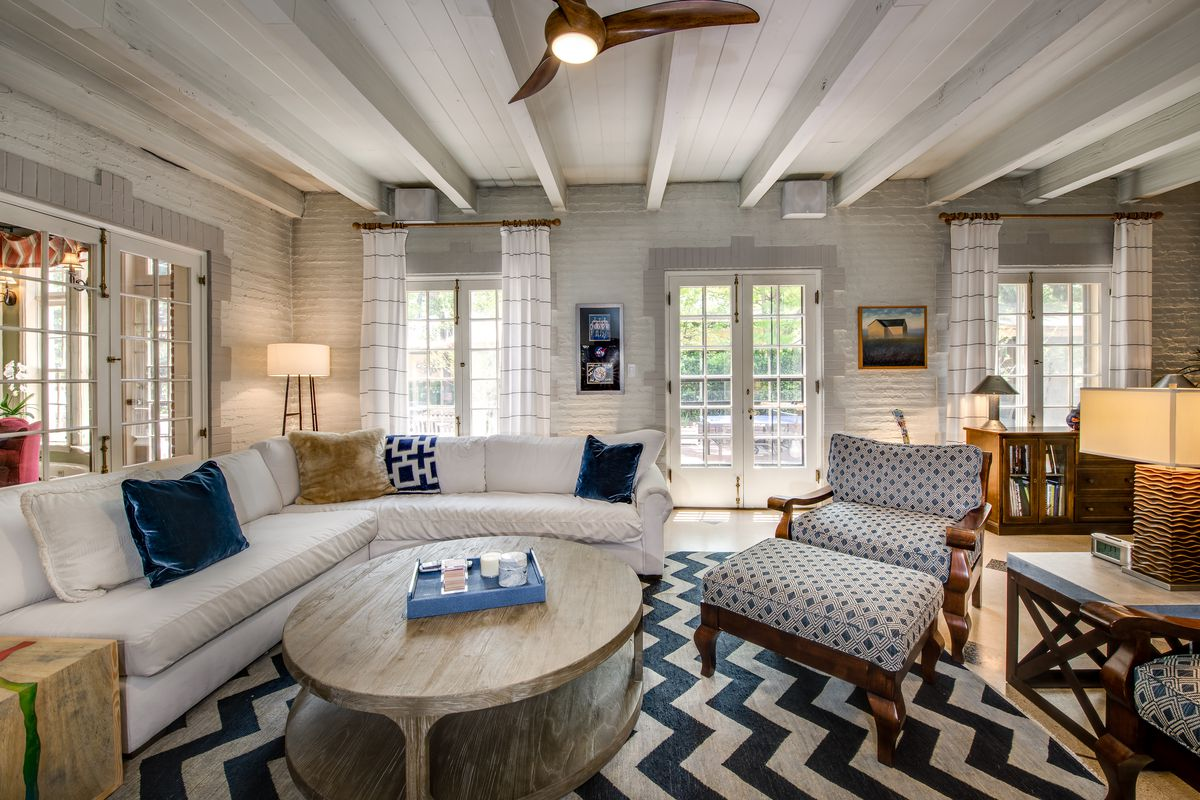 Cozy living room with chevron pattern rug