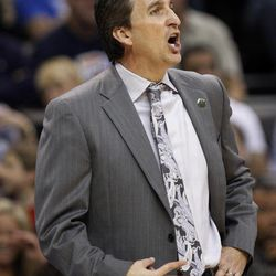 Los Angeles Clippers head coach Vinny Del Negro shouts to his team in the second quarter of an NBA basketball game against the Oklahoma City Thunder in Oklahoma City, Wednesday, April 11, 2012.