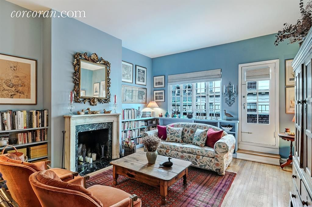 On The Upper East Side A Condo Within Landmarked Townhouse Is Renting For 5 450 Month One Bedroom Apartment Delivered Fully Furnished With Mix