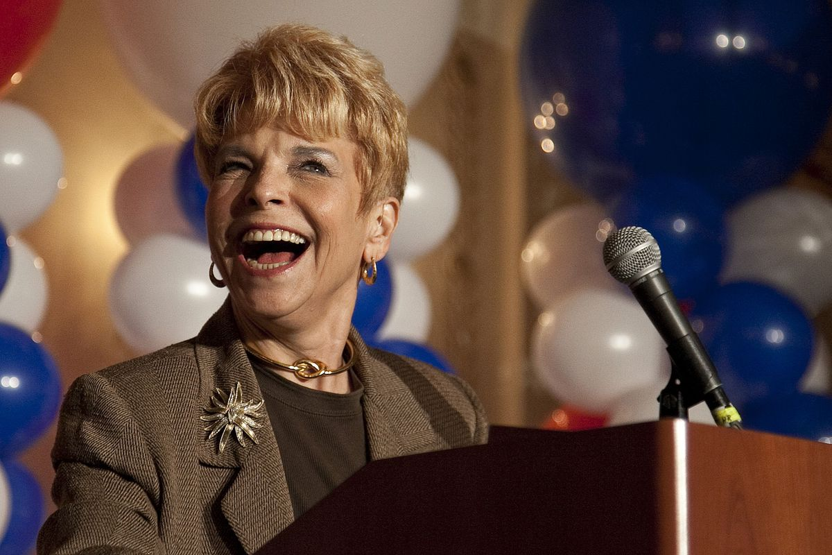 Judy Baar Topinka, seen here shortly before her death at 79 in 2014, had tipped off the FBI years earlier about allegations of corruption involving zoning, liquor licenses and government officials in the suburbs, documents show.