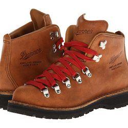 """Danner 'Mountain Light Cascade' boots, <a href=""""http://www.dnafootwear.com/Danner-Mountain-Light-Cascade-Boot/dp/B00P72JC8W?class=quickView&field_availability=-2&field_browse=8915341011&id=Danner+Mountain+Light+Cascade+Boot&ie=UTF8&refinementHistory=subje"""