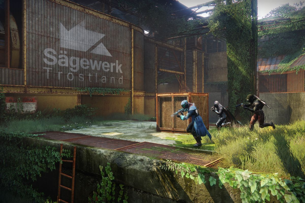 Destiny 2 - three Guardians moving in a pack on The Dead Cliffs, a Crucible map