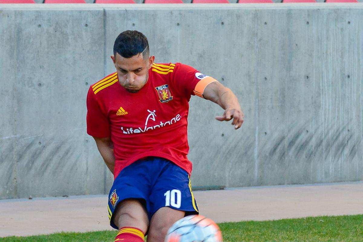 Ricardo Velazco taking a corner kick for Real Monarchs.