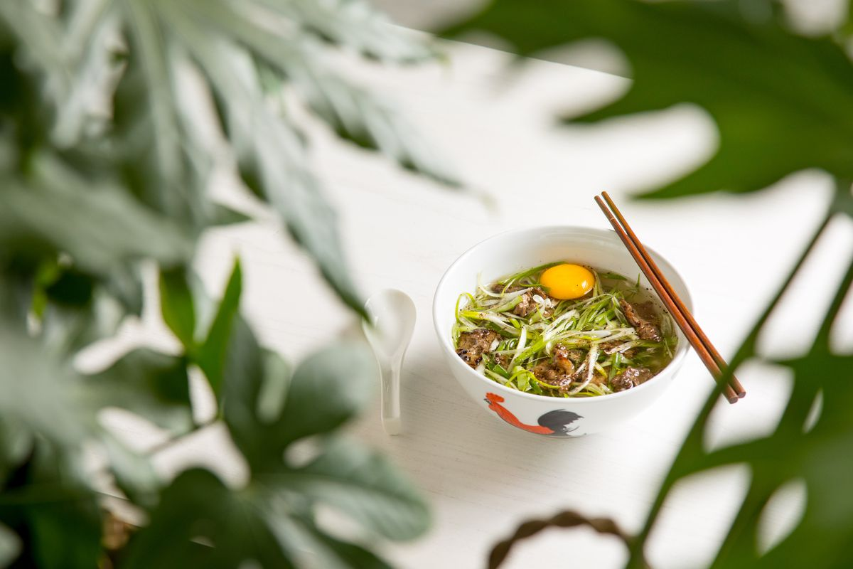 <br><br><br><br>Phở Thìn Hà Nội (Beef pho, Hanoi-style with wok-seared fatty brisket, poached egg, and scallions)