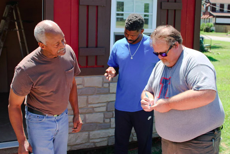 University of Illinois Extension director Jody Johnson (right) exchanges contact information with Lee Wright (left) and his son Roman Wright. The extension's office in southern Illinois has launched a vaccination education program that aims to win over the unvaccinated in Cairo.