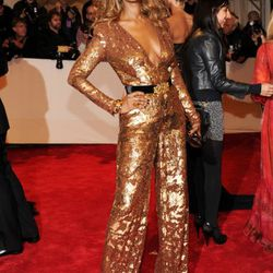 Iman proves that she can wear whatever the hell she wants and still look amazing.