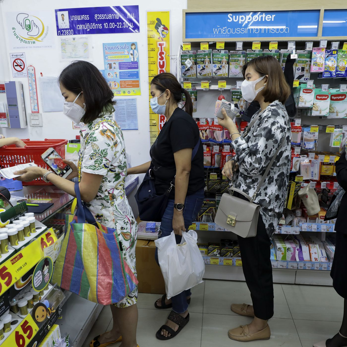 vox.com - Terry Nguyen - Coronavirus has Americans rushing to buy face masks, but health officials warn to not hoard them