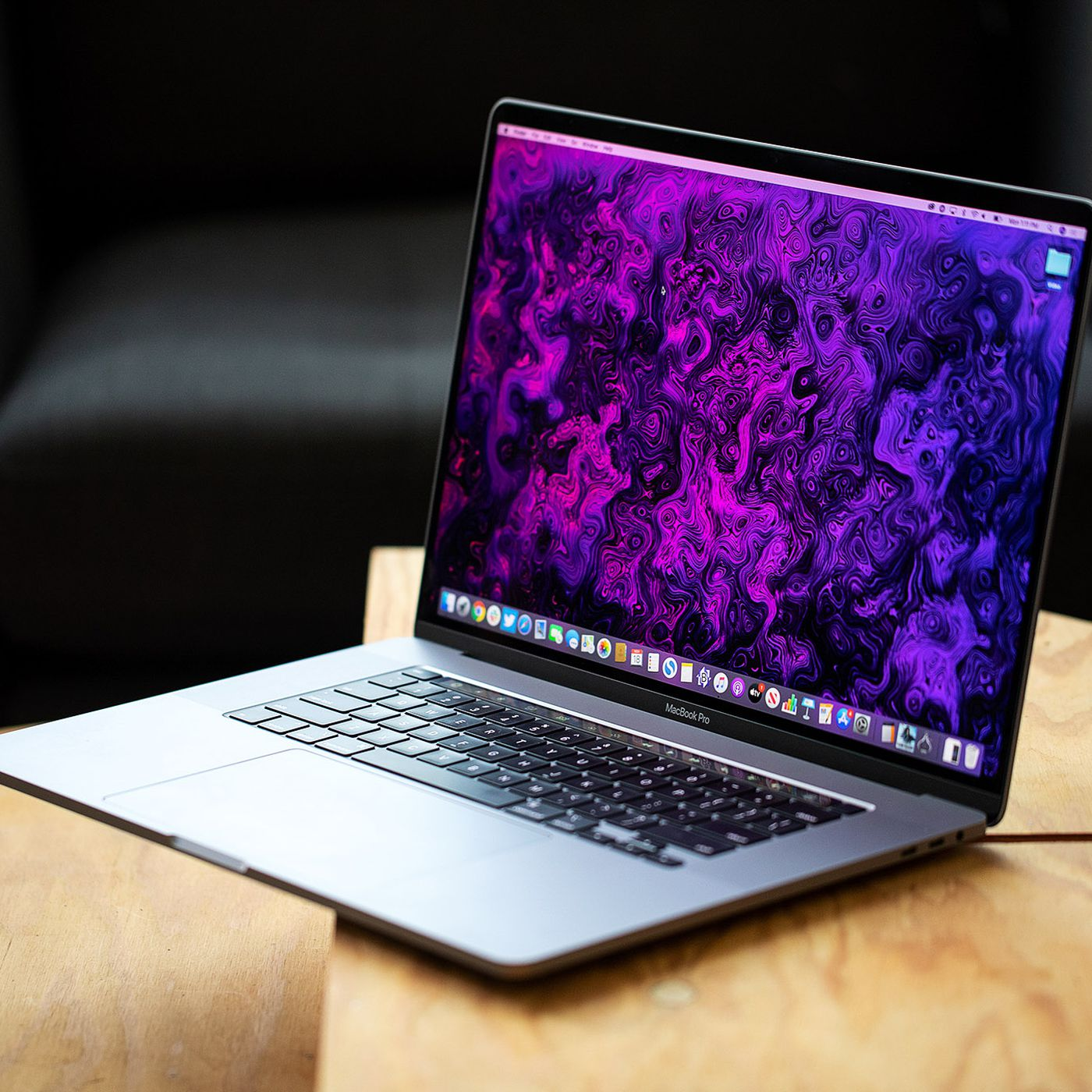 Apple Is Planning To Launch A 14 1 Inch Macbook Pro With A Mini Led Display Says Ming Chi Kuo The Verge