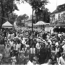 Crowds at Riverview Park in 1932.   Sun-Times Archives
