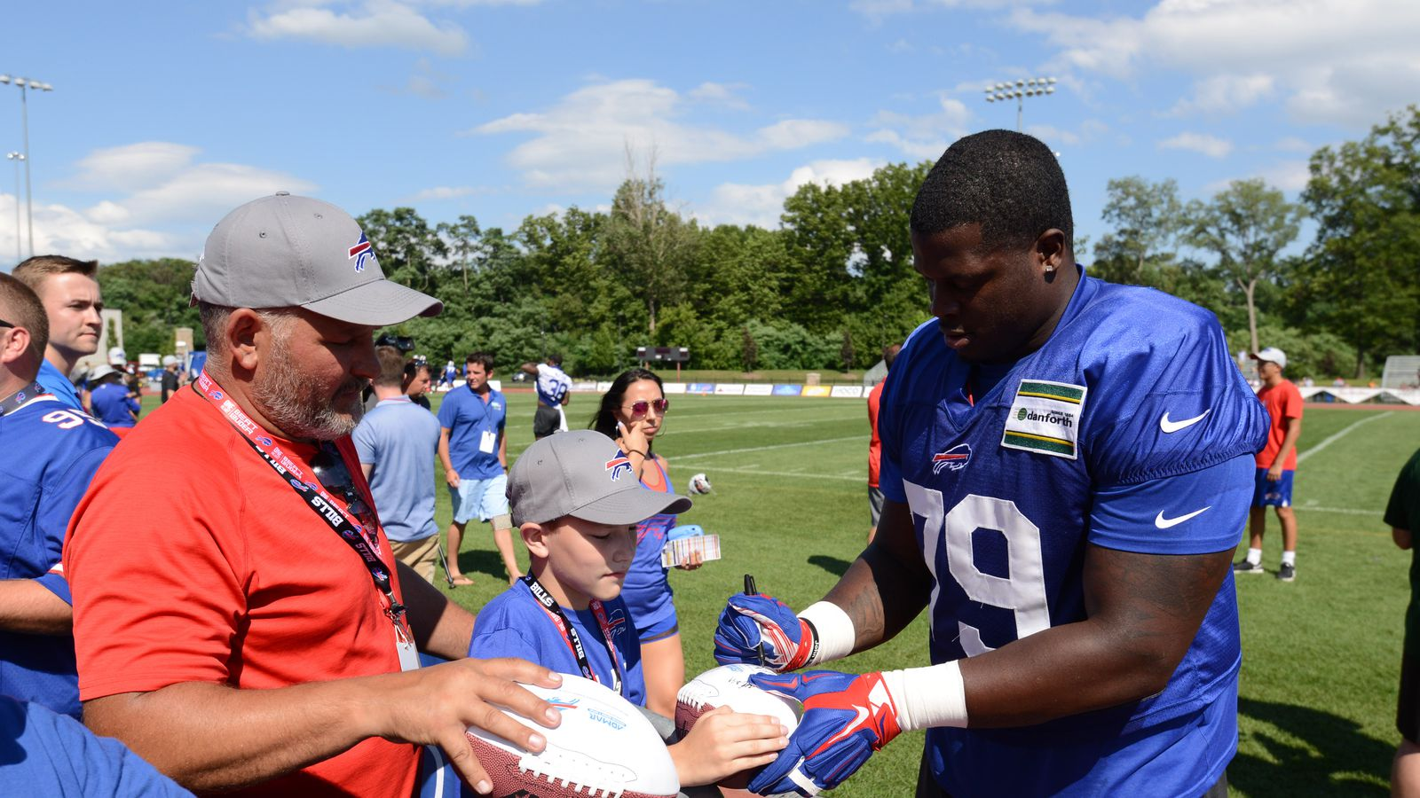 Vote: What should the Bills do with Jordan Mills this offseason?