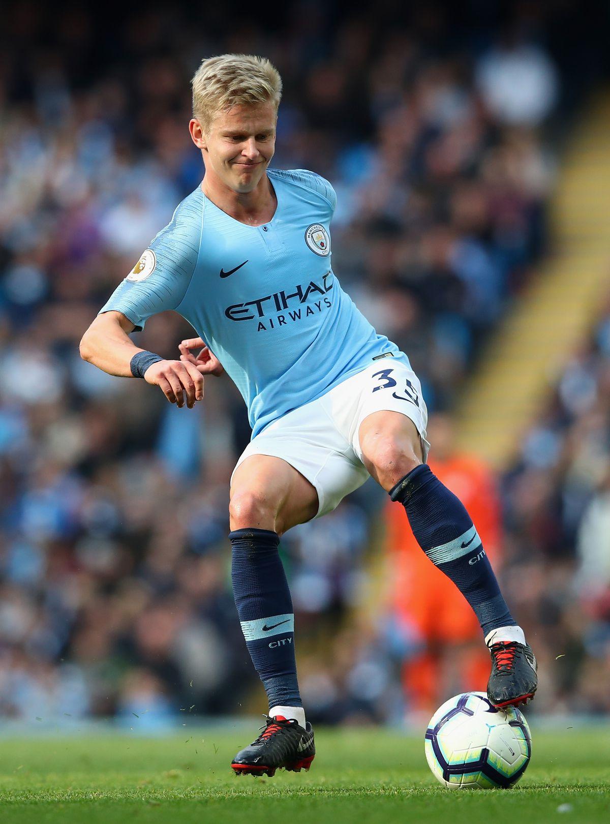 Oleksandr Zinchenko moving the ball - Manchester City - Premier League