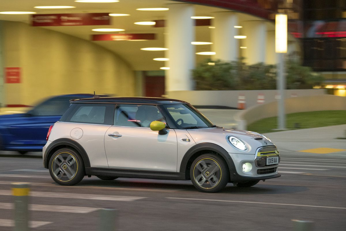 BMW Mini Cooper >> The First Widely Available Electric Mini Will Start At