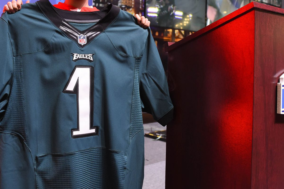 wholesale dealer 95c87 25722 Why do the Eagles' green jerseys look so different than they ...