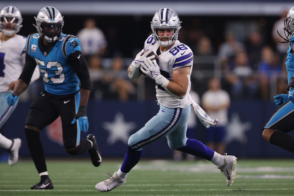 Dalton Schultz #86 of the Dallas Cowboys catches the ball during the fourth quarter against the Carolina Panthers at AT&T Stadium on October 03, 2021 in Arlington, Texas.