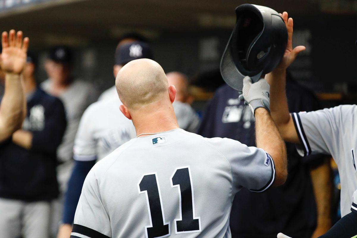 New York Yankees news: Brett Gardner officially re-signs