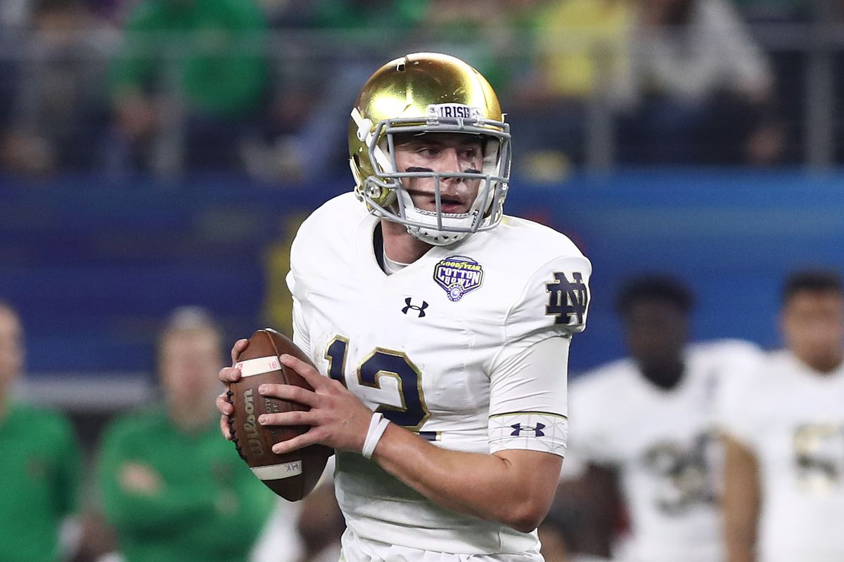 Notre Dame Football: Vegas Gives Ian Book 16/1 Odds To Win