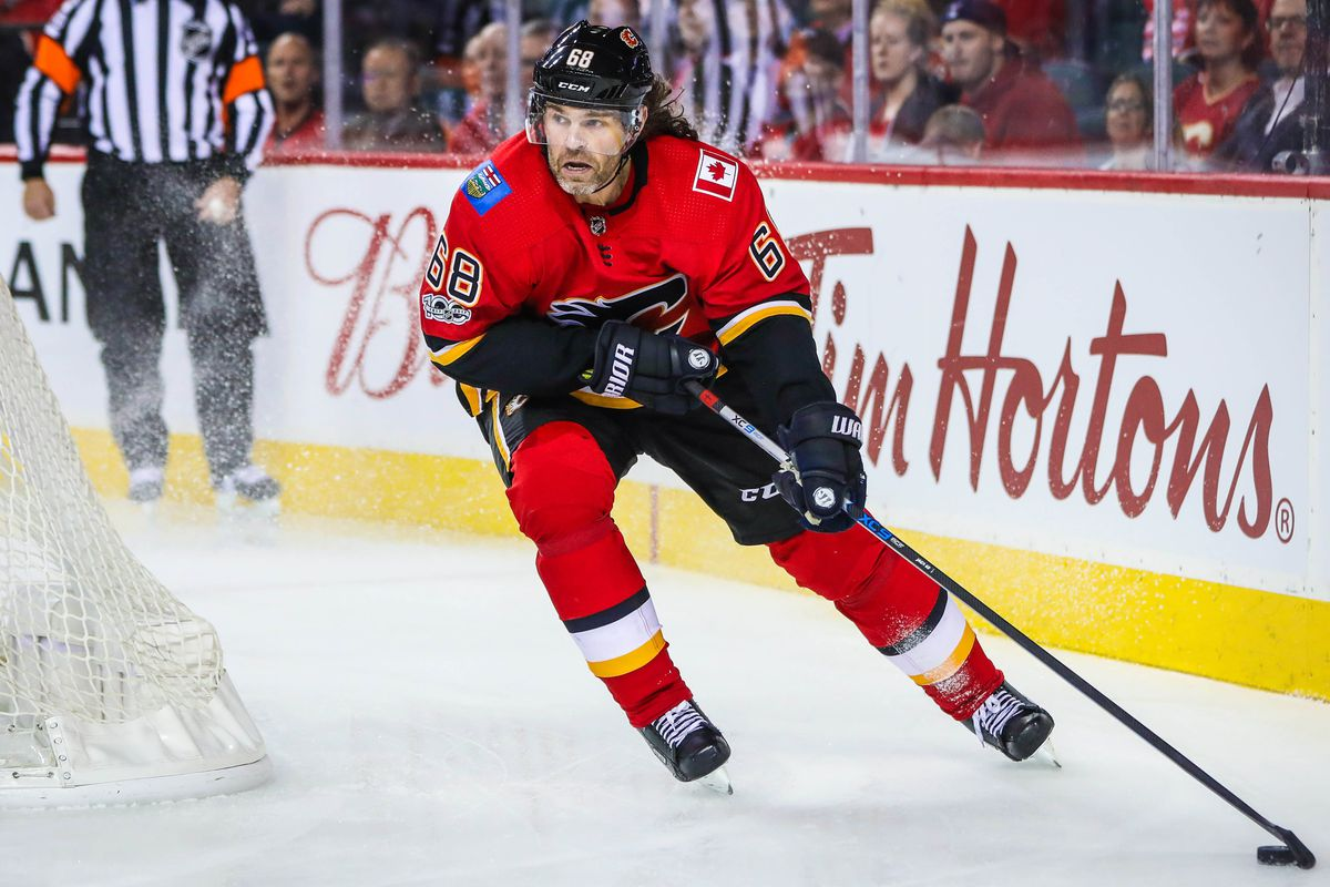 NHL: Carolina Hurricanes at Calgary Flames
