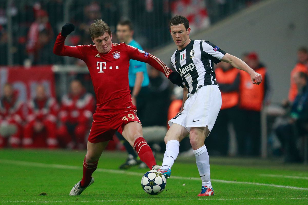 Kroos's challenge on Lichtsteiner that may have ended his season.
