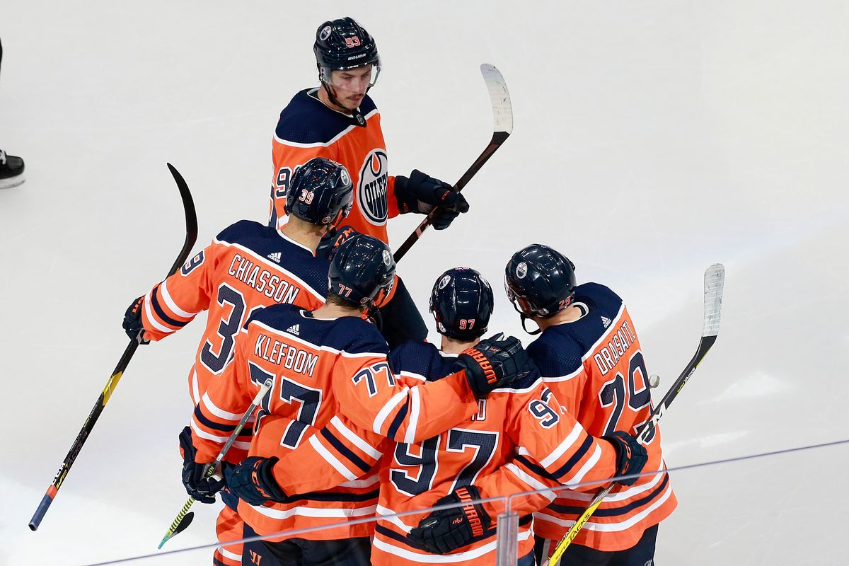 NHL: Western Conference Qualifications-Chicago Blackhawks vs Edmonton Oilers