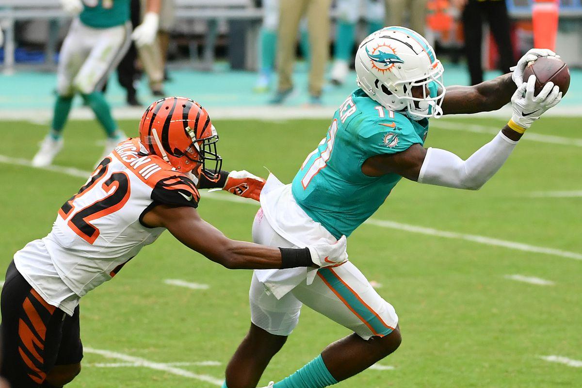 Miami Dolphins wide receiver DeVante Parker (11) makes a catch in front of Cincinnati Bengals cornerback William Jackson (22) during the second half at Hard Rock Stadium.