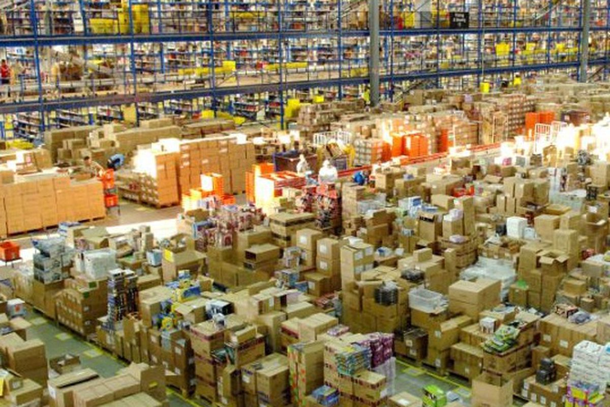 """An Amazon warehouse, via <a href=""""http://www.techi.com/2012/02/amazon-irony-the-chain-store-killer-to-launch-a-chain-of-physical-stores/"""">Techi</a>"""