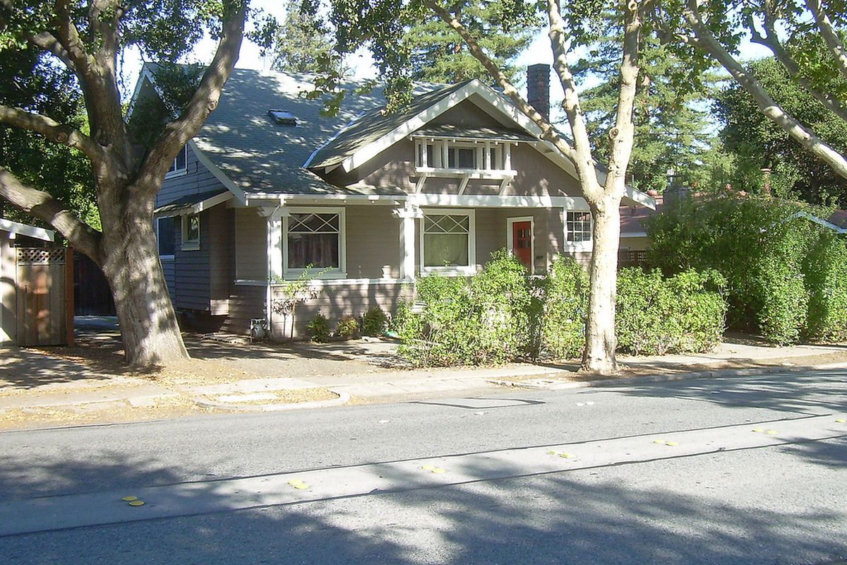 This is a nice craftsman house, but Palo Alto needs density.